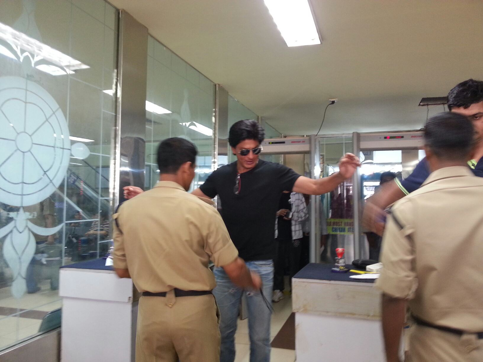 Exclusive Photos Shah Rukh Khan Being Frisked At Goa Airport  Bollywood Jou