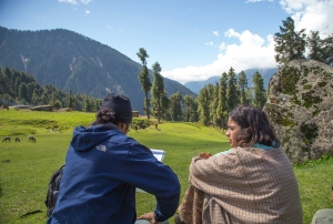 Alia Bhatt and Imtiaz Ali Shooting for Highway at Aru Valley, Kashmir, 12-05-2013