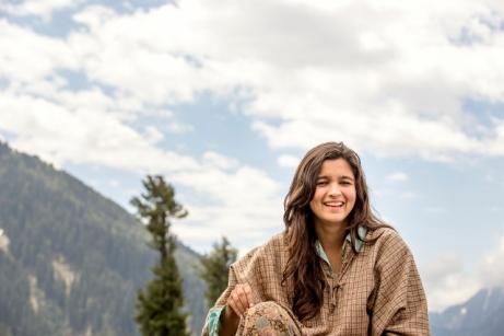 Alia Bhatt Shooting for Highway at Aru Valley, Kashmir, 12-05-2013    (640x427)