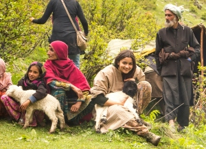 Final Alia Bhatt with local Sheperds (called 'Bakarwals'),  Shooting for Highway at Chandanwari, Kashmir, 09-05-2013.jpg (800x580)