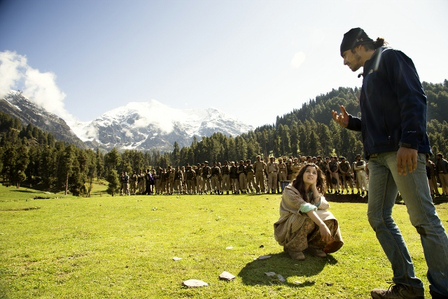 Imtiaz Ali & Alia Bhatt Shooting for Highway at Aru Valley, Kashmir, 12-05-2013 (640x427)