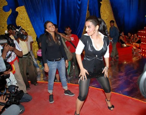 Vidya Balan dancing bum