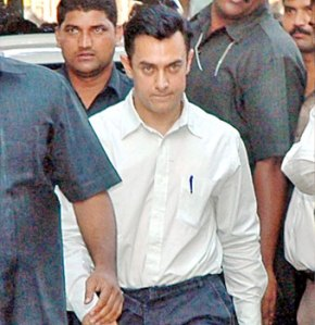 Aamir at Bandra Metropolitan Court