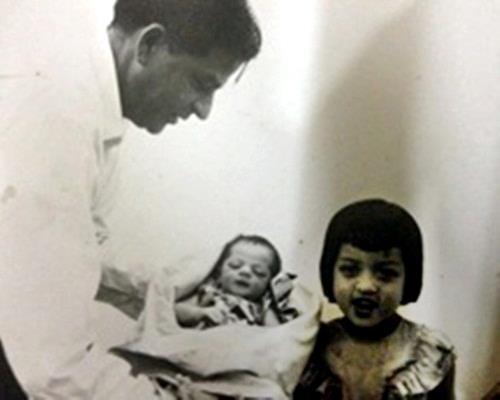 Shah Rukh's first photo as a newborn