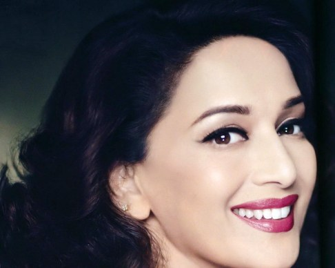 Madhuri Dixit Cute Smile Face HD Wallpaper