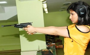 Parineeti-Chopra-Posing-With-Gun