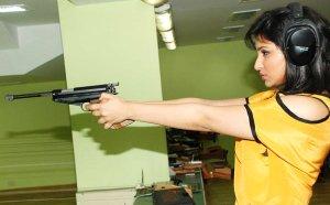 Parineeti-Chopra-Posing-With-Gun