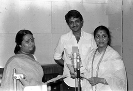 Asha reherases with her daughter Varsha before recording for R D Burman