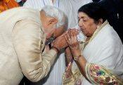 Modi with Lata and Asha in Pune