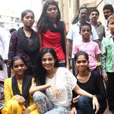 Amrita Rao with the Pratham kids