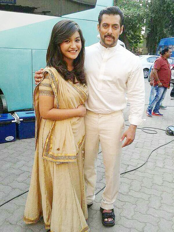 Salman Khan and Aashika Bhatia on the set of 'Prem Ratan Dhan Payo' earlier this month