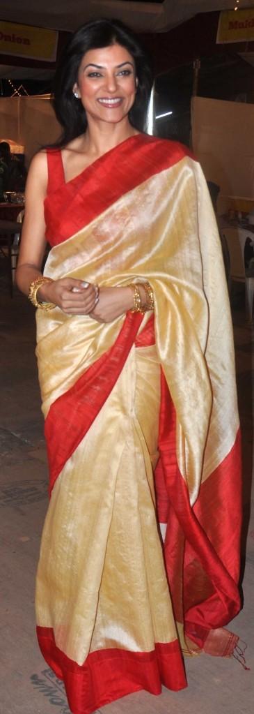 Sushmita Sen attending Rani Mukerji's Durga Puja in 2013