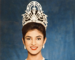 The first official photo-call of Sushmita Sen after winning the Miss Universe pageant