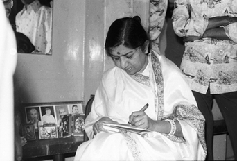 Lata signing an autograph