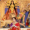 Rani Mukerji seeking th blessings of Maa Durga (640×427)