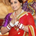 Rani Mukerji seeking th blessings of Maa Durga – Copy (2) (464×640)