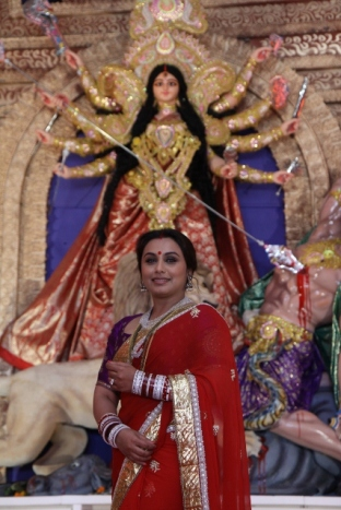 Rani Mukerji wishes all a very happy Durga Pujo (427x640)