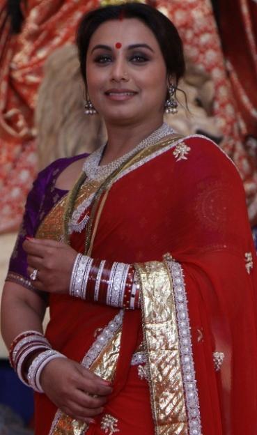 Rani Mukerji wishes all a very happy Durga Pujo - Copy (378x640)