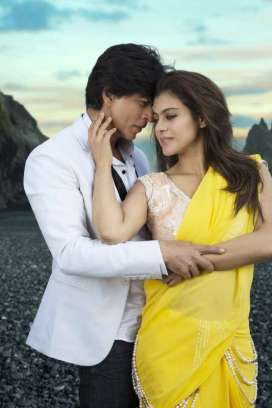 Dilwale-Song-Gerua-Song-Stills-003